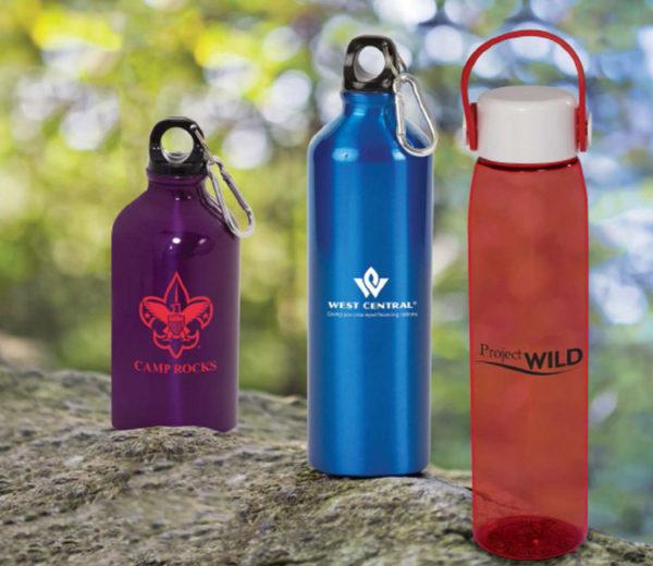 Tasses et bouteilles d'eau